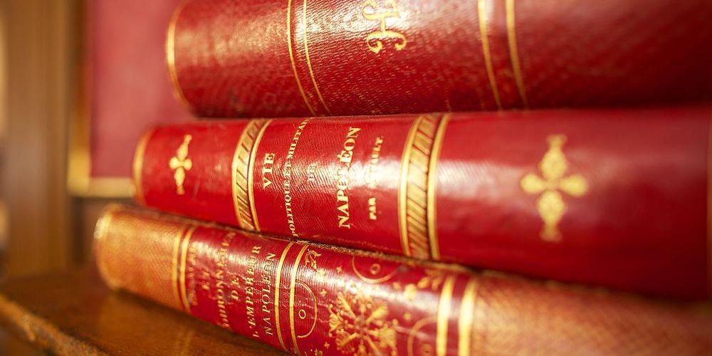 Bild von Büchern aus der Bibilothek das Napoleonmuseums.